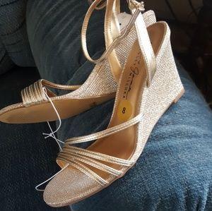 Beautiful Gold Badgley Mischka Wedges